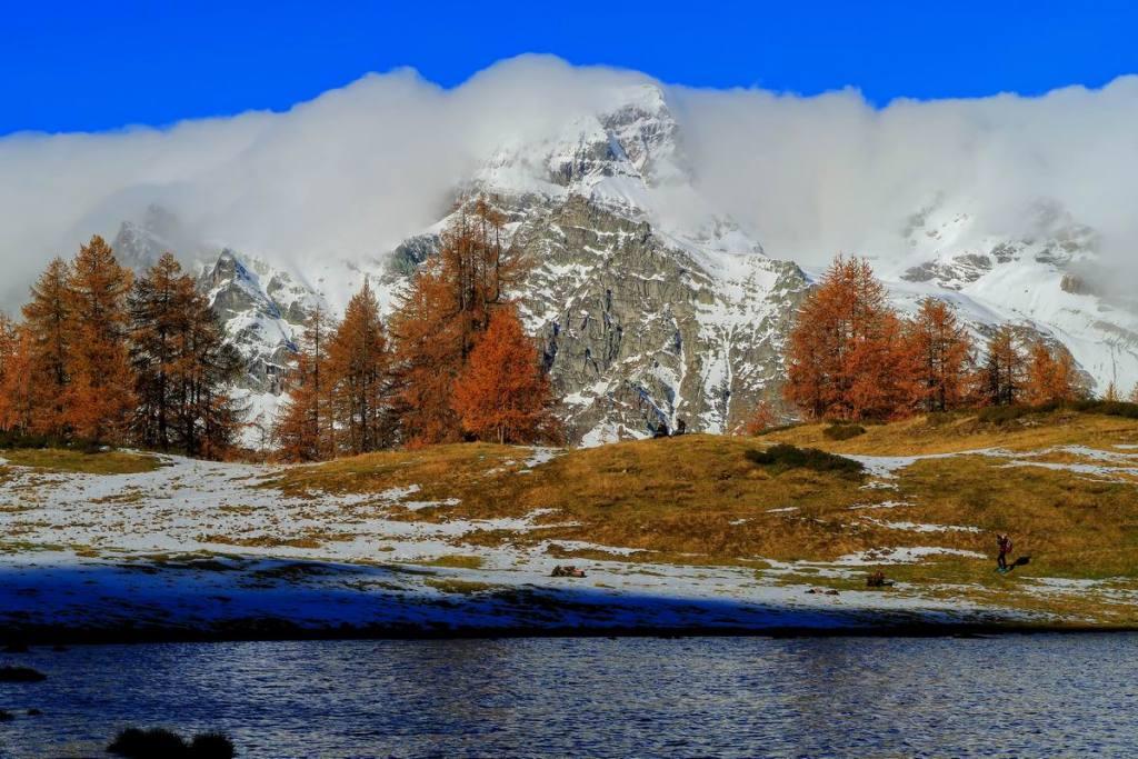 Lago di Sangiatto superiore, 2.034 m e Pizzo Cervandone, 3.210 m