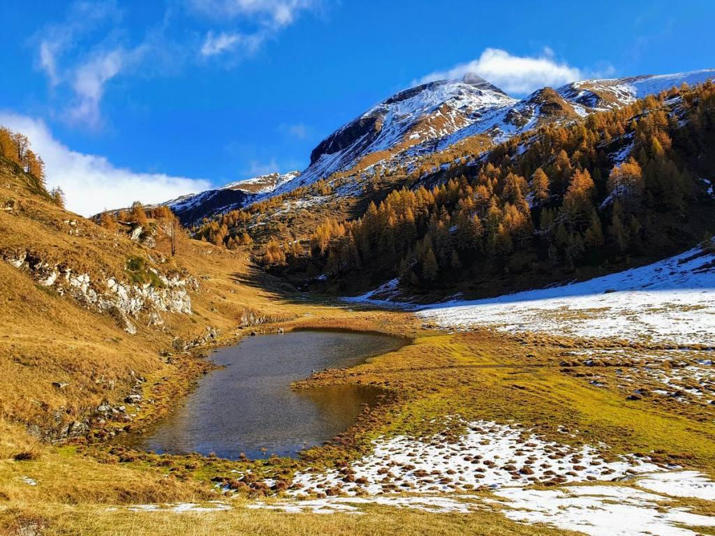 Lago di mezzo di Sangiatto e Monte Corbernas, 2.578 m