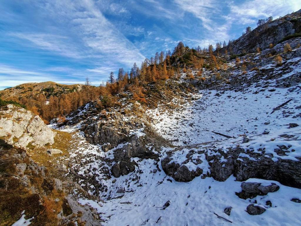grande dolina nei pressi del Rifugio Bogani